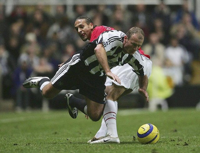 Newcastle United legend Alan Shearer playing against Manchester United's Rio Ferdinand in 2004. (Photo by Alex Livesey/Getty Images)
