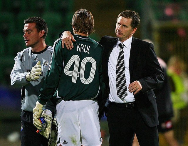 Glenn Roeder congratulates Tim Krul after his debut against Palermo.