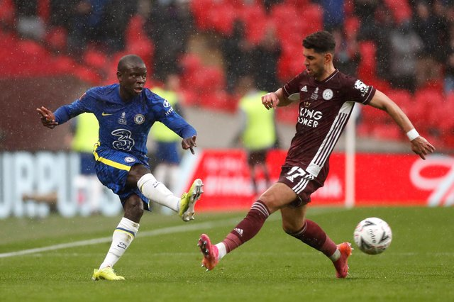 LONDON, ENGLAND - MAY 15: N'Golo Kante of Chelsea passes past Ayoze Perez of Leicester City  during The Emirates FA Cup Final match between Chelsea and Leicester City at Wembley Stadium on May 15, 2021 in London, England. A limited number of around 21,000 fans, subject to a negative lateral flow test, will be allowed inside Wembley Stadium to watch this year's FA Cup Final as part of a pilot event to trial the return of large crowds to UK venues. (Photo by Matt Childs - Pool/Getty Images)