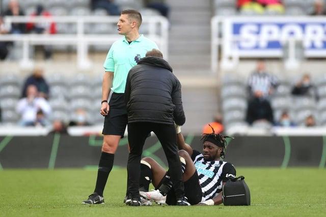 Allan Saint-Maximin receives treatment against Sheffield United.