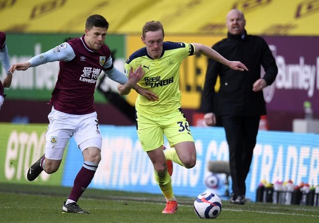 Newcastle United's Sean Longstaff and Burnley's Johann Berg Gudmundsson battle for the ball.