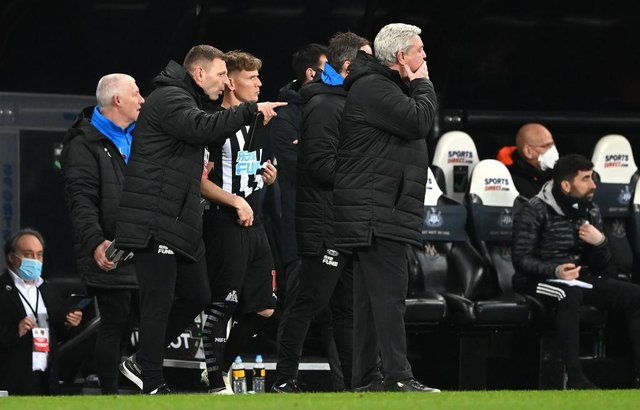 Newcastle substitute Matt Ritchie is given instructions before coming on from coach Graeme Jones as manager Steve Bruce looks on. (Photo by Stu Forster/Getty Images)