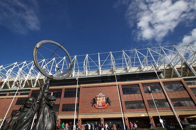 Sunderland handed transfer boost as midfielder target snubs rival offer