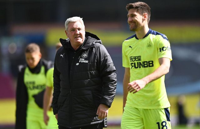 Steve Bruce and Federico Fernandez after the final whistle.