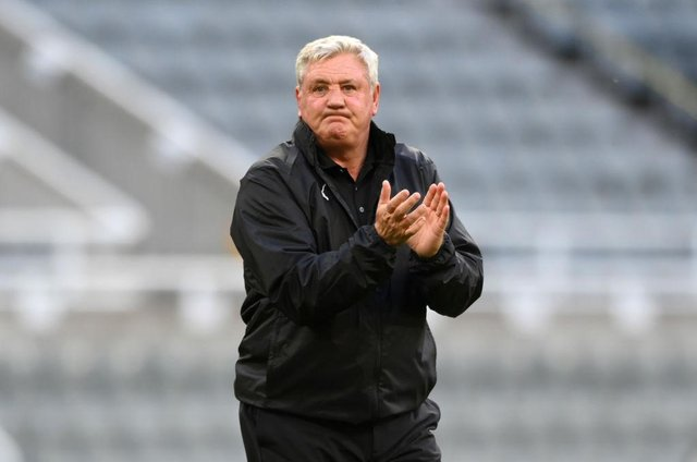 Steve Bruce, Manager of Newcastle United applauds fans despite being booed after the Premier League match between Newcastle United and Sheffield United at St. James Park on May 19, 2021 in Newcastle upon Tyne, England. A limited number of fans will be allowed into Premier League stadiums as Coronavirus restrictions begin to ease in the UK. (Photo by Stu Forster/Getty Images)