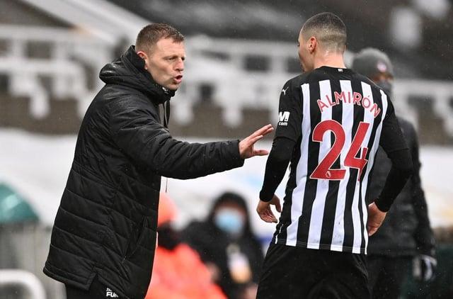 Graeme Jones discusses tactics with Miguel Almiron.