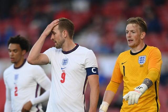 Harry Kane and Jordan Pickford playing for England.