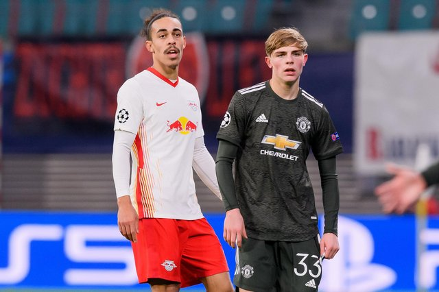 LEIPZIG, GERMANY - DECEMBER 08: (BILD ZEITUNG OUT) Yussuf Poulsen of RasenBallsport Leipzig and Brandon Williams of Manchester United look on during the UEFA Champions League Group H stage match between RB Leipzig and Manchester United at Red Bull Arena on December 8, 2020 in Leipzig, Germany. (Photo by Mario Hommes/DeFodi Images via Getty Images)