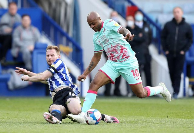 Andre Ayew playing for Swansea City.
