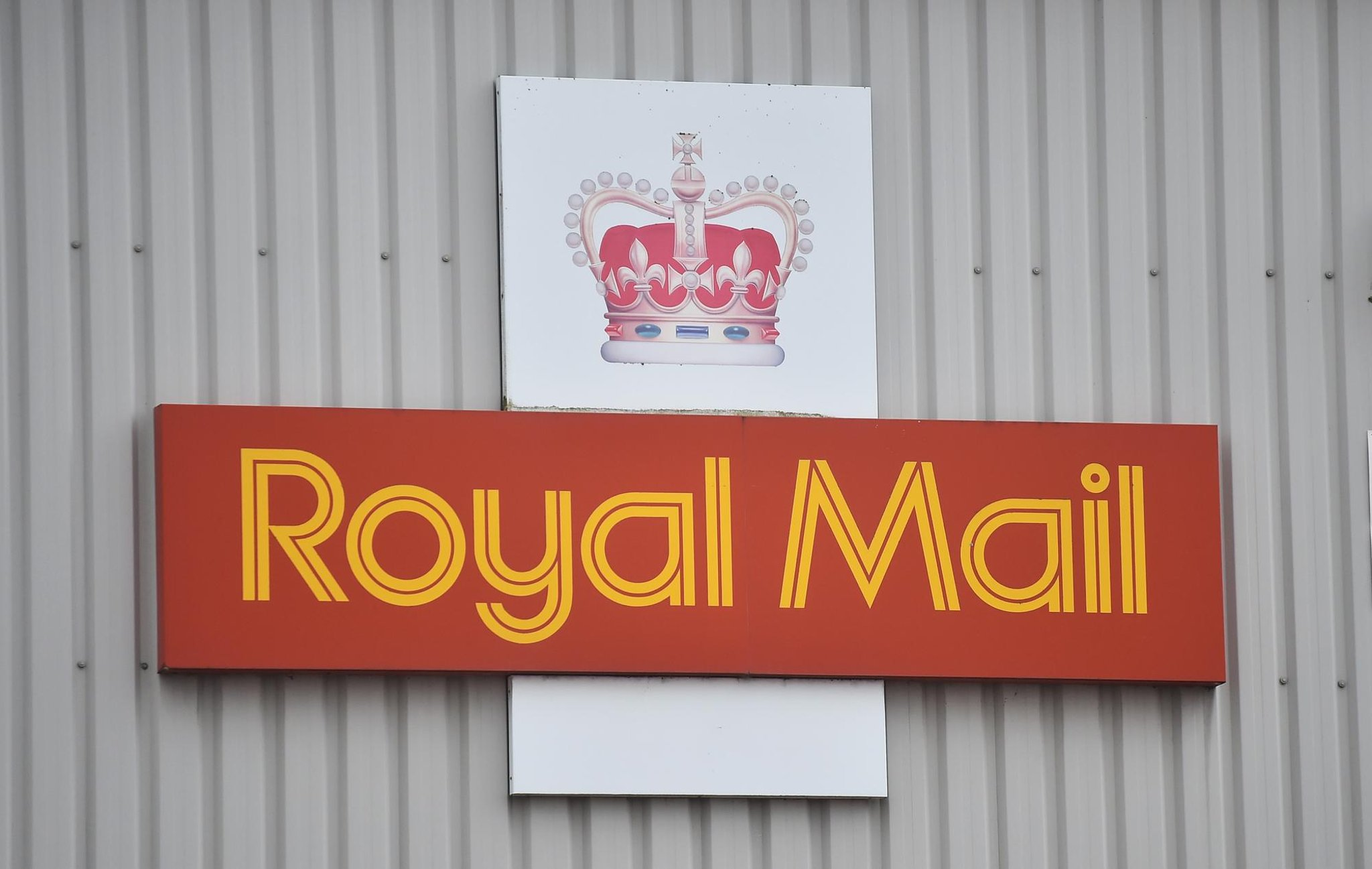 Royal Mail sends urgent warning to millions of UK customers over new delivery scam