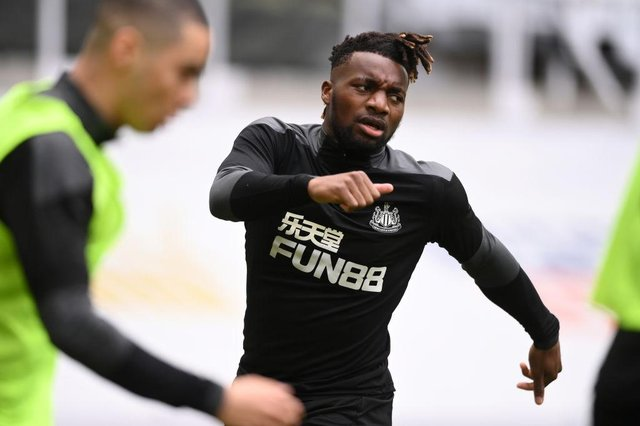 Allan Saint-Maximin of Newcastle United warms up prior to the Premier League match between Newcastle United and Arsenal at St. James Park on May 02, 2021 in Newcastle upon Tyne, England.